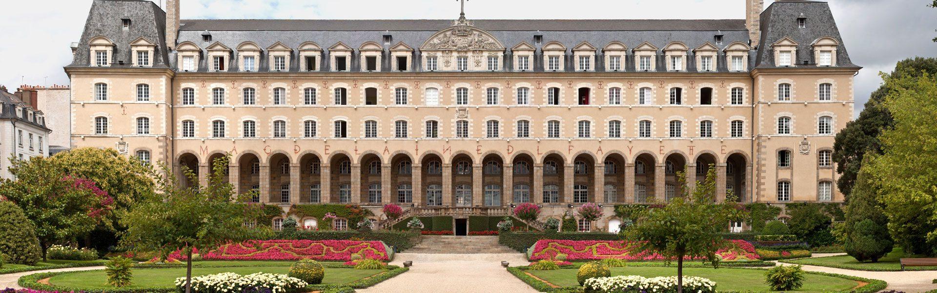 Palais Saint-Georges, Rennes por Julie Anne Workman